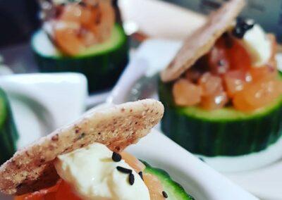 tartaar van zalm met komkommer